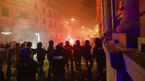 Incidentes durante las protestas contra el toque de queda en Nápoles