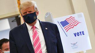 ABD Başkanı ve Cumhuriyetçi Partinin başkan adayı Donald Trump, 3 Kasım'daki başkanlık seçimleri için erken oyunu Florida eyaletinde kullandı.