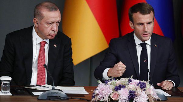 """""""Gli serve una visita psichiatrica"""": Erdogan attacca Macron sull'Islam radicale"""
