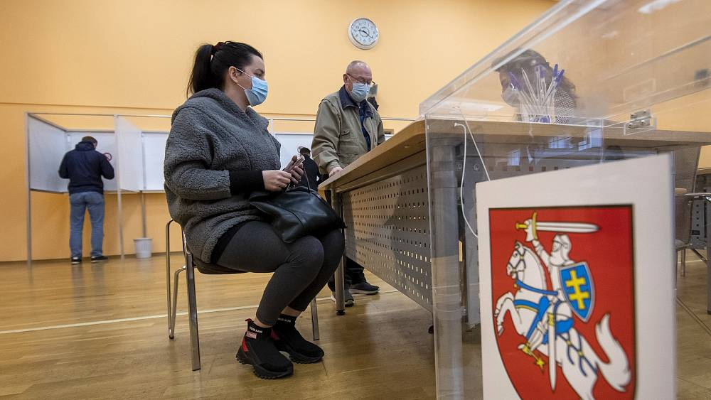 Lithuania votes: Centre-right eyes government as voters head back to polls for second round