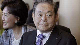 A cégóriás elnöke, Lee Kun-hee 78 éves volt.