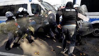Corona-Gegner demonstrieren in Warschau - Duda infiziert