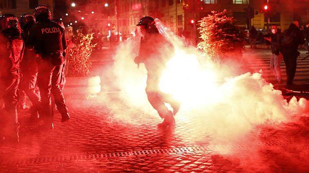 Az Új Erő nevű szélsőjobboldali mozgalom aktivistái csaptak össze a rendőrökkel szombat este Rómában.