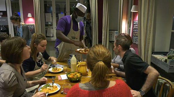Le cuisinier sénégalais Mor Faye lors du Refugee Food Festival à Lyon