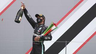 Portekiz Grand Prix'sini kazanan Hamilton, F1 tarihine geçti.