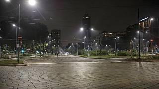 As ruas de Milão desertas na madrugada de 25 de outubro de 2020