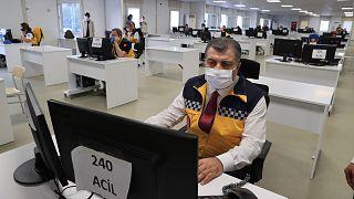 Sağlık Bakanı Fahrettin Koca, İstanbul İl Ambulans Servisi Başhekimliği Anadolu Komuta Kontrol Merkezi'ni ziyaret etti.