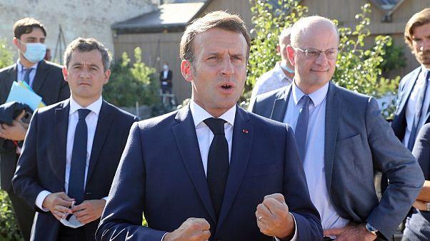 امانوئل ماکرون، رئیس جمهوری، ژرالد دارمنن، وزیر کشور و ژان میشل بلانکر، وزیر آموزش ملی فرانسه