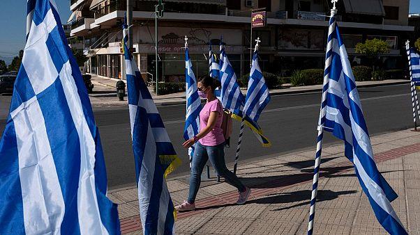 Her 10 Yunanistanlı'dan 7'si pandeminin seyrinden endişe duyuyor