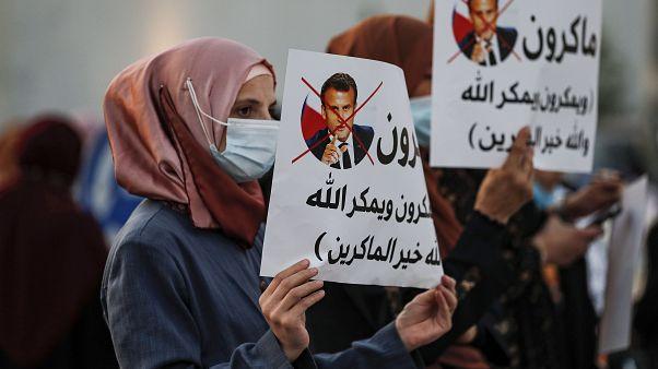 مظاهرات ضد تصريحات الرئيس الفرنسي إيمانويل ماكرون بشأن الرسوم الكاريكاتورية للنبي محمد.