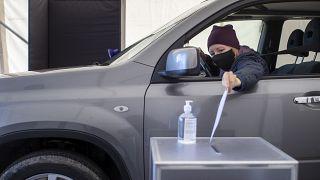رأی دادن از درون ماشین برای نخستین بار در لیتوانی