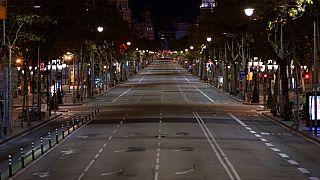 یکی از خیابانهای بارسلون پس از اجرای مقررات منع تردد شبانه