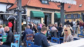 İsveç'te Covid-19 önlemleri gevşetiliyor