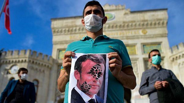 راهپیمایی اعتراضی در ترکیه علیه رئیس جمهوری فرانسه