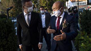 Szijjártó Péter miniszter és Taj Ling-ju, a Huawei Technologies Magyarország ügyvezető igazgatója, Budapest, 2020. október 20.