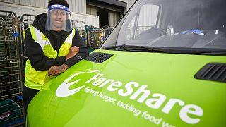 ManUnited-Stürmer Marcus Rashford mit einem Fahrzeug der FareShare-Kampagne