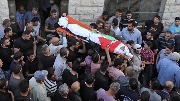 تشييع جثمان الفتى عامر صنوبر في قريته  يتما جنوب مدينة نابلس بالضفة الغربية المحتلة