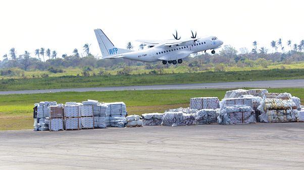 Avião do Programa Alimentar Mundial levanta voo no Aeroporto Internacional da Beira, Moçambique