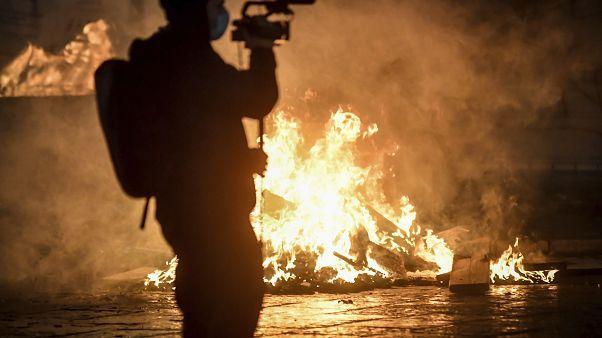Un cámara graba los disturbios en Turín el pasado lunes