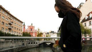 Szlovéniában keddtől lakhelyelhagyási tilalom van érvényben