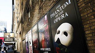 Színházi plakátok