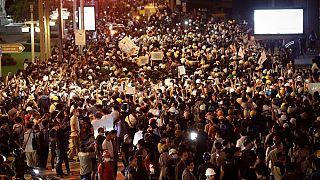Demonstranten in Thailand vor der deutschen Botschaft, 26.10.2020