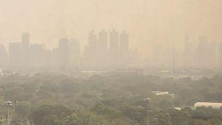 تلوث الهواء في وسط مدينة بانكوك - تايلاند.