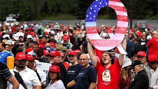 QAnon taraftarları Trump mitinginde