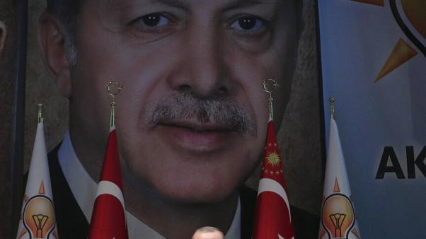 Erdogan elnök a párttársai előtt beszél Ankarában