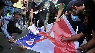 Bei Protesten in Bagdad, Irak, wurde die französische Fahne angezündet, 26.10.2020
