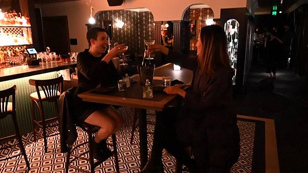 ویدئو؛ دو روز پاک از کرونا و بازگشایی میخانهها در ملبورن
