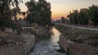 قناة يوسف، التي تتدفق من النيل عبر الفيوم، مصر.