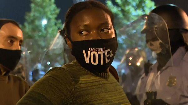 احتجاجات وعمليات نهب في فيلادلفيا الأمريكية غداة مقتل رجل أسود على يد الشرطة