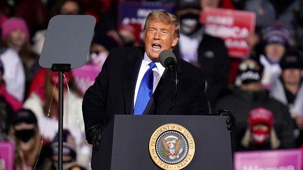 Donald Trump amerikai elnök beszédet mond Omahában október 27-én