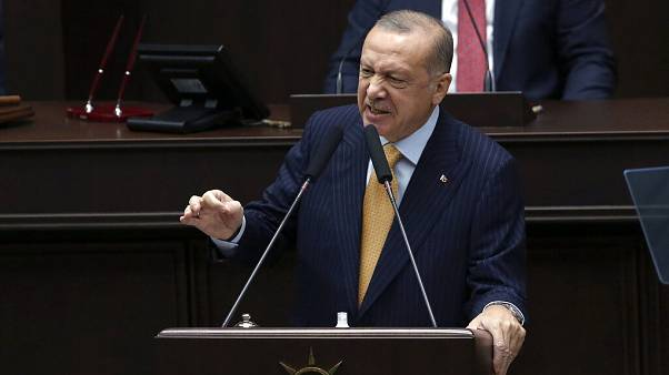 Νέα επίθεση Ερντογάν κάτα του Σαρλί Εμπντό