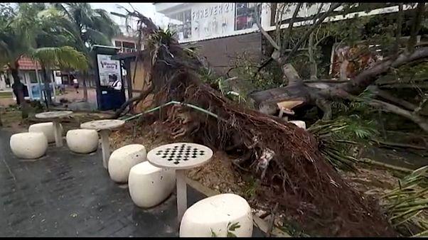 شاهد: كيف دمر إعصار زيتا منتجع بلايا ديل كار الشهير في المكسيك