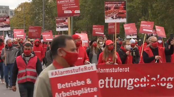 Demonstrációk a lezárások ellen