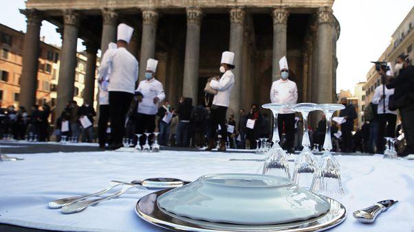 Акция протеста работников итальянских ресторанов перед римским Пантеоном