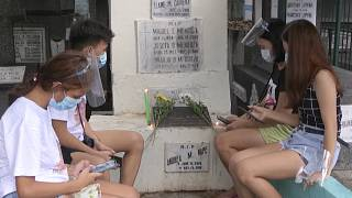 Filipinos flock to cemeteries ahead of Day of the Dead closure