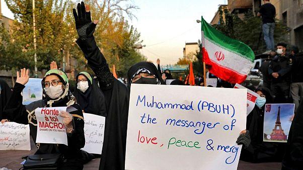 اعتراض گروهی از ایرانیان به انتشار کاریکاتور پیامبر اسلام در فرانسه
