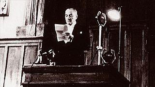 Atatürk 29 Ekim 1923'te Cumhuriyeti ilan etti