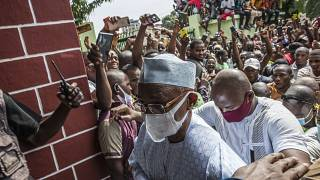 Guinea: President visits the wounded while opposition denounces electoral 'hold up'