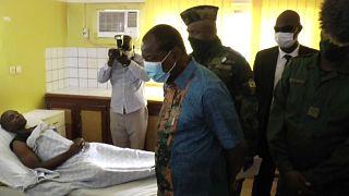 Guinée : Condé au chevet des blessés, le blocus du domicile de Diallo levé