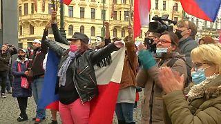 Koronavírus: prágai tüntetés a korlátozások ellen