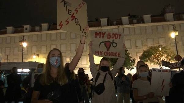Egész Európa tiltakozik a lengyel abortusztörvény szigorítása ellen