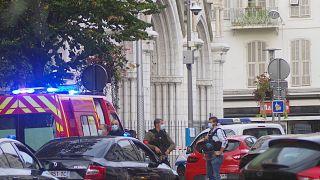 Des forces de police déployées devant la basilique Notre-Dame de Nice, le 29 octobre 2020