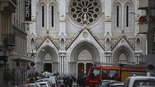 أمام كنيسة نوتردام في نيس