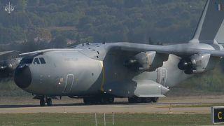 طائرات تنقل المصابين بفيروس كورونا