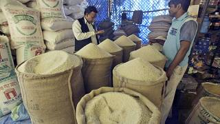 Hindistan'da pazarda pirinç satışı