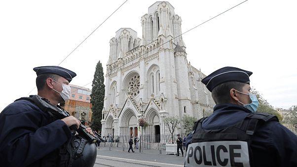أفراد للشرطة أمام كنيسة نيس
